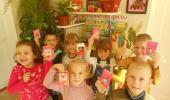 """Награждение детей за участие в выставке """"Золотая осень""""."""